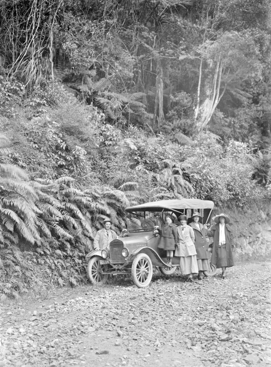 1918 Model T Ford Christmas Day 1923 Waikanae to Akatarawa Road From left O Robinson, unidentified, unidentified, Laura Godber, Phyllis Godber. Photo Percy Godber.