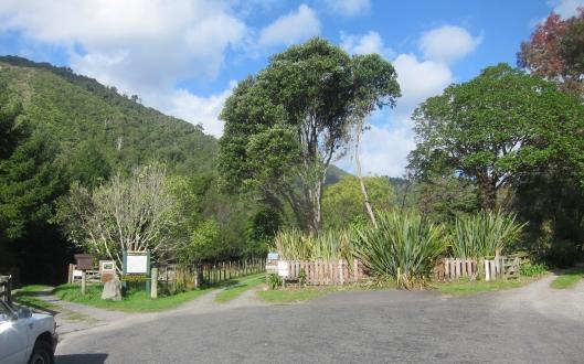 Waikanae Kapakapanui Track entrance