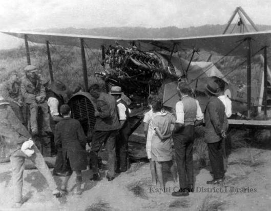 bristol-aircraft-in-the-waikanae-sand-dunes-1929
