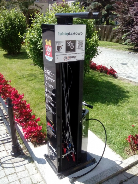 Polish bike repair station