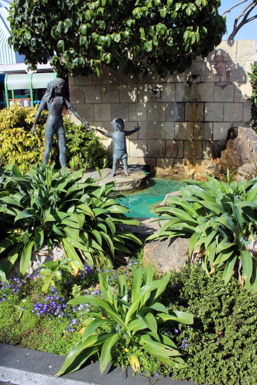 Mahara statues