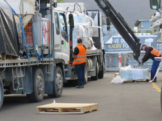 Whitianga DoC illegally loading 20 tonnes 1080, Whitianga public carpark 17 Oct 2017